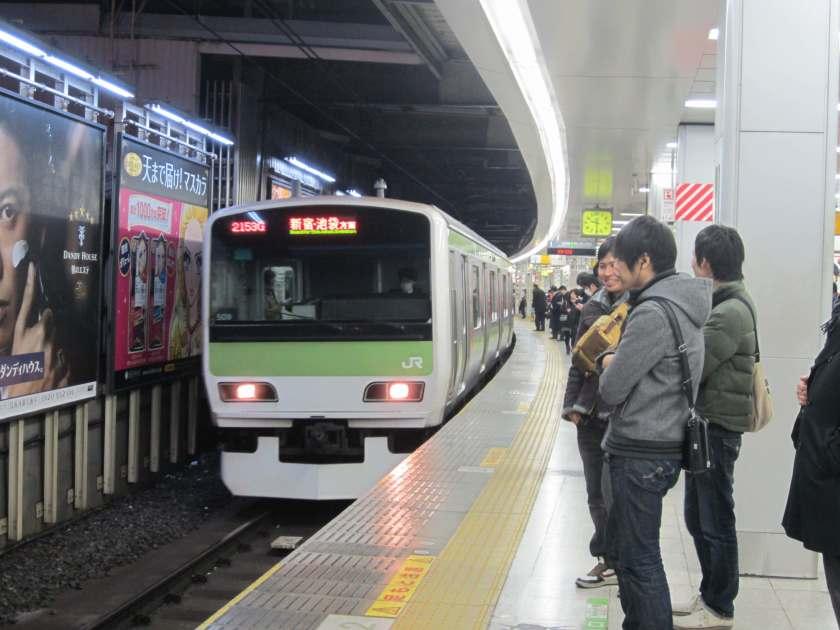 train-etiquette-japan-tips